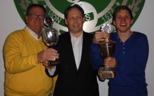 Oberst Peter Begemann mit den strahlenden Pokalgewinnern Axel Kinkeldey und Nico Borcheld
