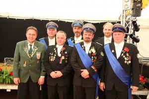 Von links: Dr. Stephan Breuning (Vorsitzender Lippischer Schützenkreis), Volker Vehmeier (Stiefelrott), Uwe Borcheld (Rosenrott), Bernd Laakmann (Lindenrott), Marcus Pansegrau (Immertreu), Julian Potthast (Nelkenrott), Olaf Schlicht (Eichenrott)